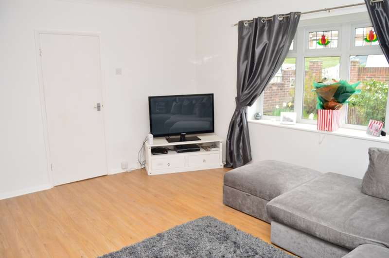 3 Bedrooms End Of Terrace House for sale in Dartfields, Harold Hill