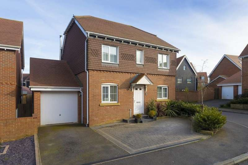 4 Bedrooms Detached House for sale in Trunley Way, Hawkinge, CT18