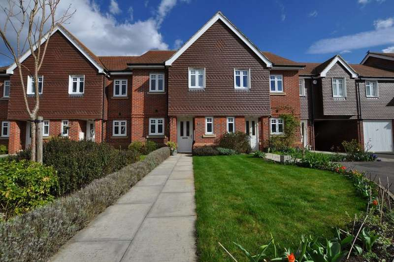 2 Bedrooms Terraced House for sale in Sime Close, Guildford