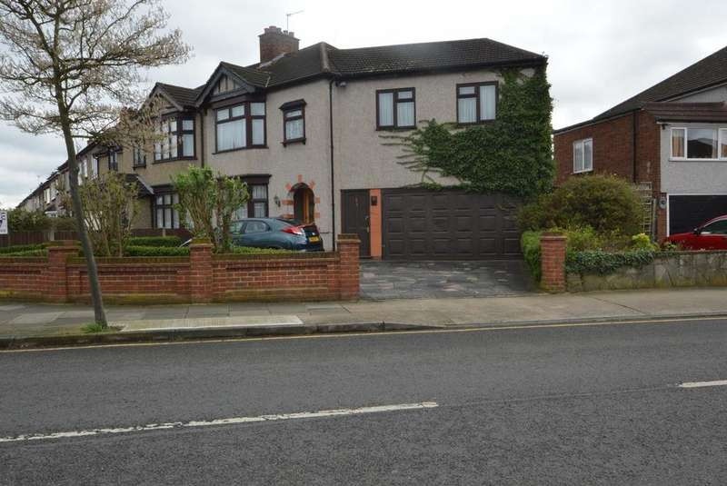 3 Bedrooms Semi Detached House for sale in Rosslyn Avenue, Harold Wood, Romford, RM3