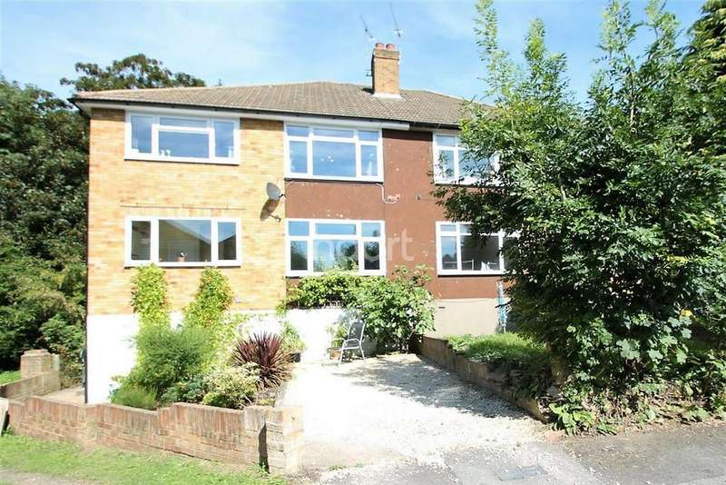 2 Bedrooms Flat for sale in Hammonds Lane, Brentwood