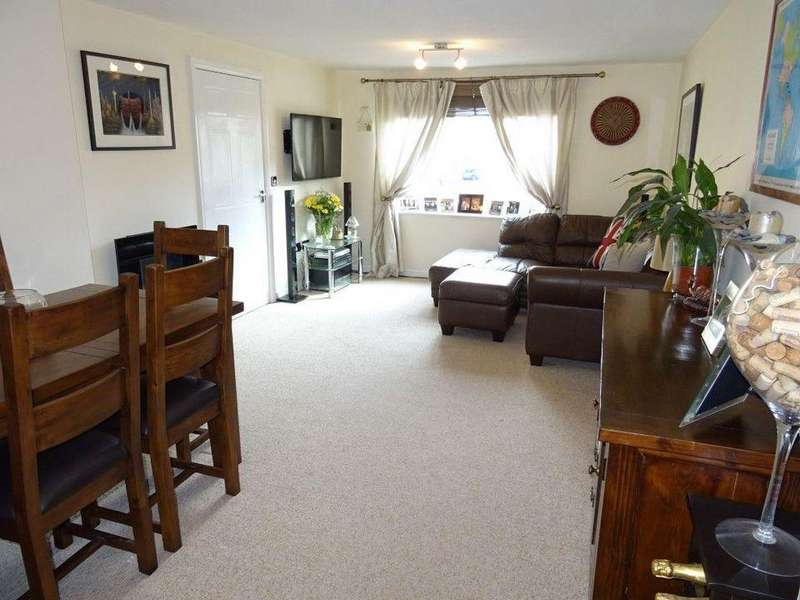 2 Bedrooms Flat for sale in 98 Queenswood Road, Wadsley Park Village, Sheffield S6