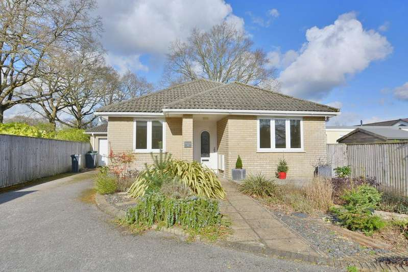 4 Bedrooms Detached Bungalow for sale in Burnbake Road, VERWOOD