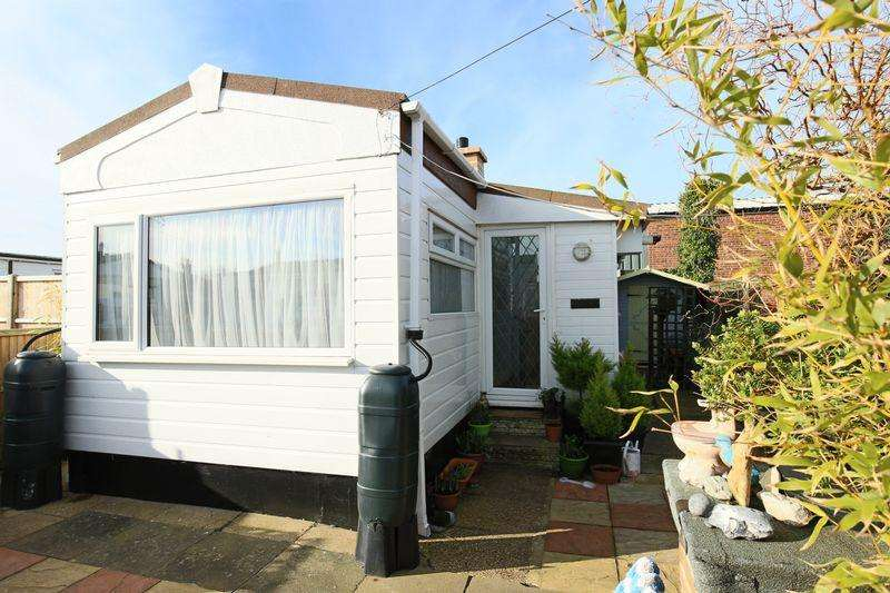 1 Bedroom Mobile Home for sale in Arbor Lane, Lowestoft