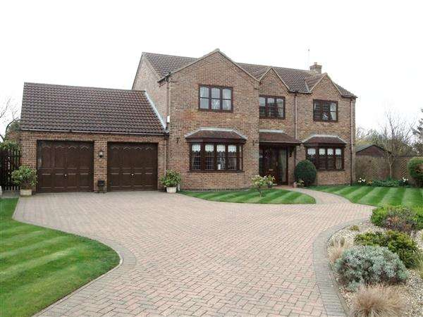 4 Bedrooms Detached House for sale in Leaburn Road, Messingham, Scunthorpe