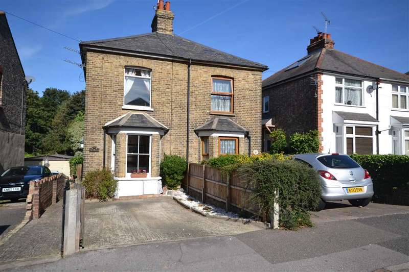 2 Bedrooms Semi Detached House for sale in Crescent Road, Brentwood