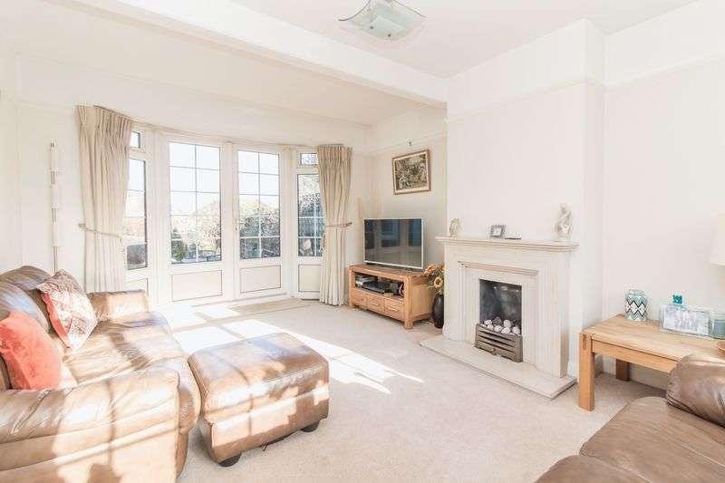 3 Bedrooms Detached House for sale in Hurst Road, Buckhurst Hill