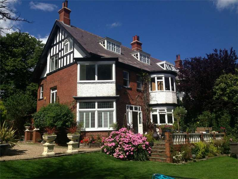 6 Bedrooms Semi Detached House for sale in 24 Eastgate, Hornsea, East Yorkshire