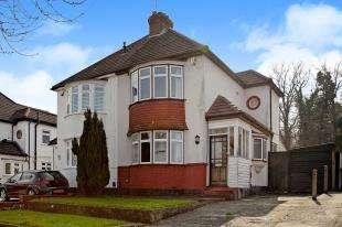 2 Bedrooms Semi Detached House for sale in Cherry Tree Walk, West Wickham, Kent