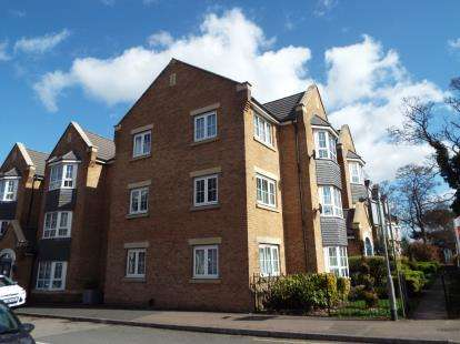 2 Bedrooms Flat for sale in Bramley Court, Luton Road, Dunstable, Bedfordshire