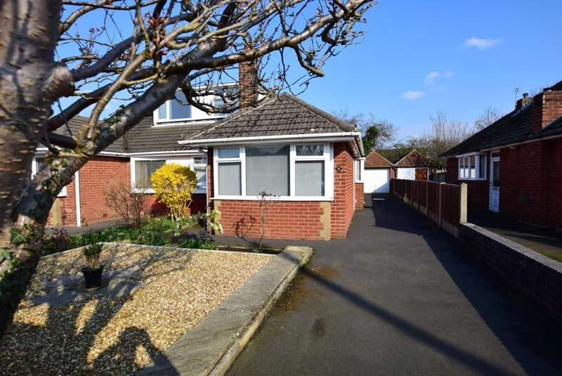3 Bedrooms Semi Detached House for sale in Summit Drive, Freckleton