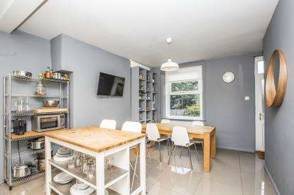 2 Bedrooms Terraced House for sale in Eldroth Road, Savile Park, Halifax, West Yorkshire