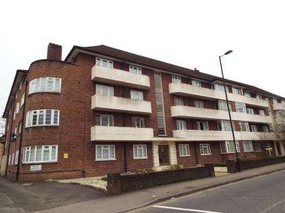 2 Bedrooms Flat for sale in Archers Road, Southampton, Hampshire