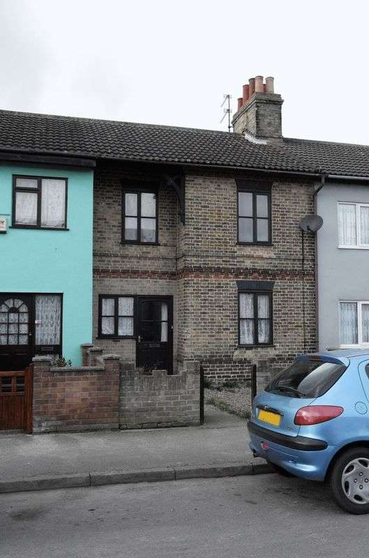 3 Bedrooms Terraced House for sale in Stevens Street, Lowestoft