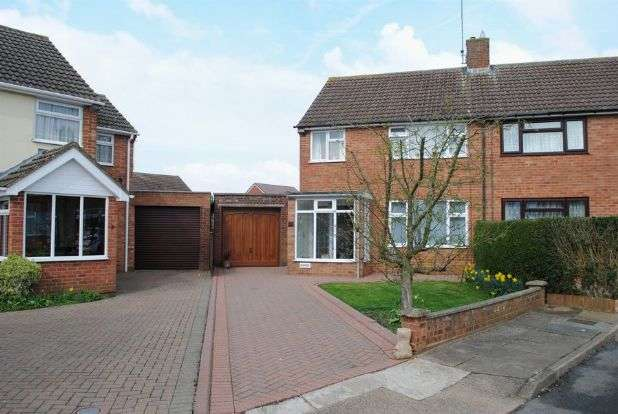 3 Bedrooms Semi Detached House for sale in Barnfield Close, Kingsthorpe, Northampton NN2 8AW