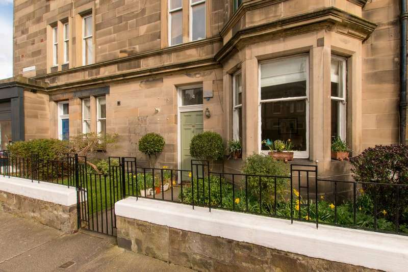 3 Bedrooms Flat for sale in 4 Bellevue Place, New Town, EH7 4BZ