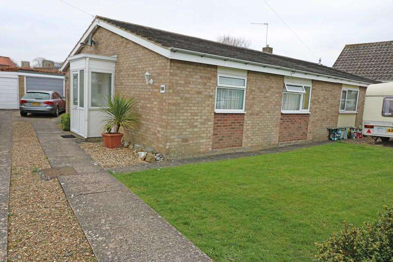 2 Bedrooms Semi Detached Bungalow for sale in Orchard Way, Wymondham