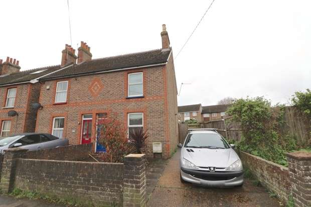 3 Bedrooms Semi Detached House for sale in Station Road, Hailsham, BN27