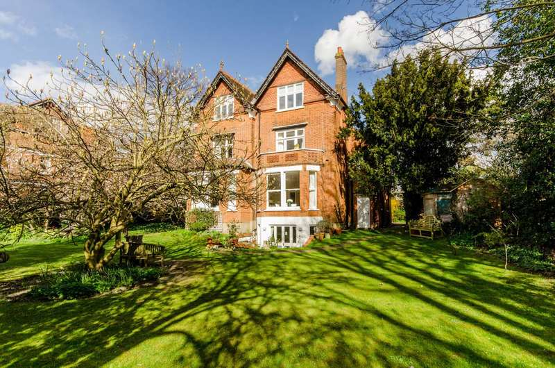 3 Bedrooms Flat for sale in The Drive, Wimbledon, SW20