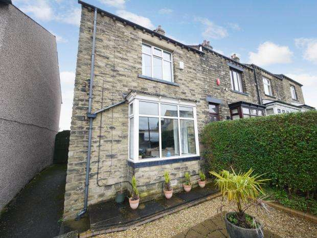 3 Bedrooms End Of Terrace House for sale in Rayner Road Brighouse