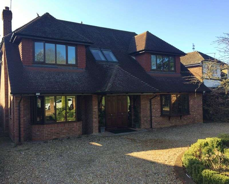 4 Bedrooms Detached House for sale in Stunning 4 Bedroom Family Home