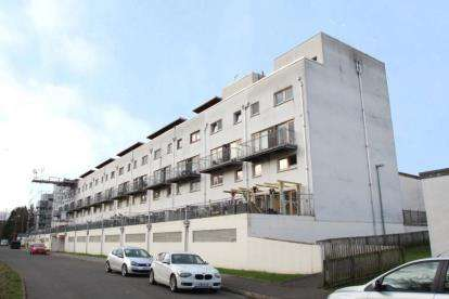 2 Bedrooms Flat for sale in Lochburn Gardens, Maryhill, Glasgow