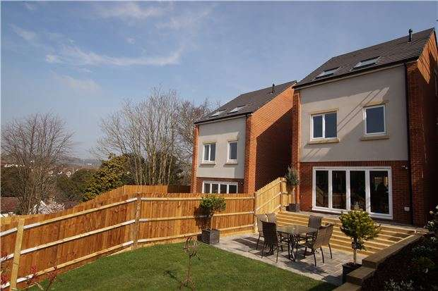 4 Bedrooms Property for sale in Robert Tressell Close, HASTINGS, East Sussex, TN34 1UP