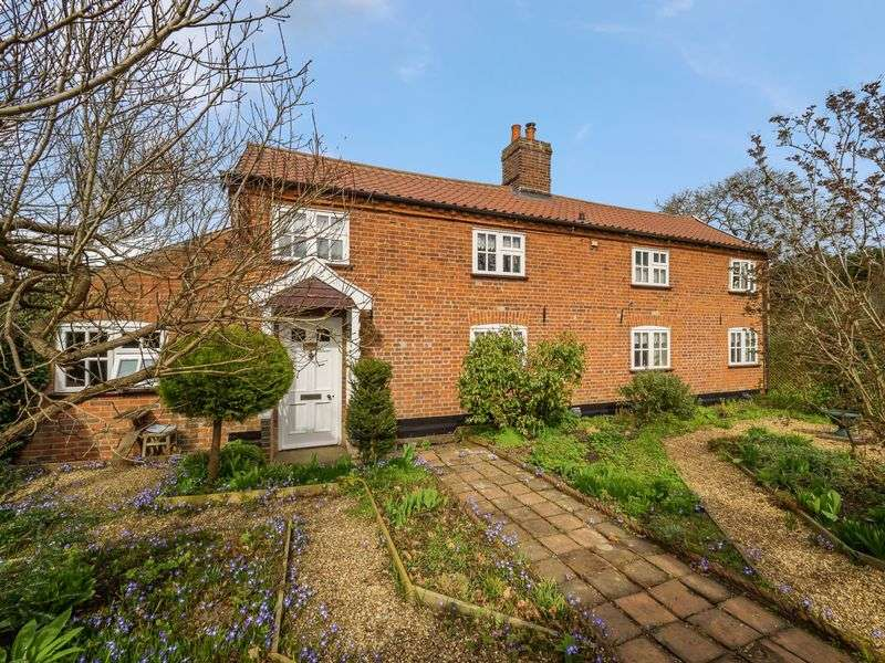 3 Bedrooms Detached House for sale in Low Road,Lower Tasburgh, Norwich