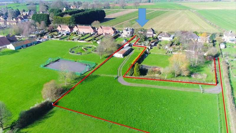 3 Bedrooms Detached House for sale in New Road, Norton Sub Hamdon, Somerset