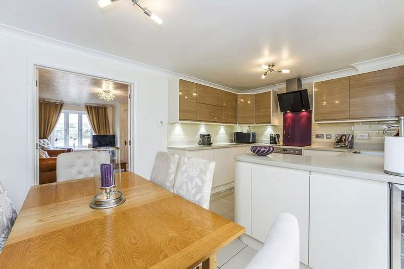 3 Bedrooms Detached House for sale in Teasel Close, Weavering, Maidstone, ME14