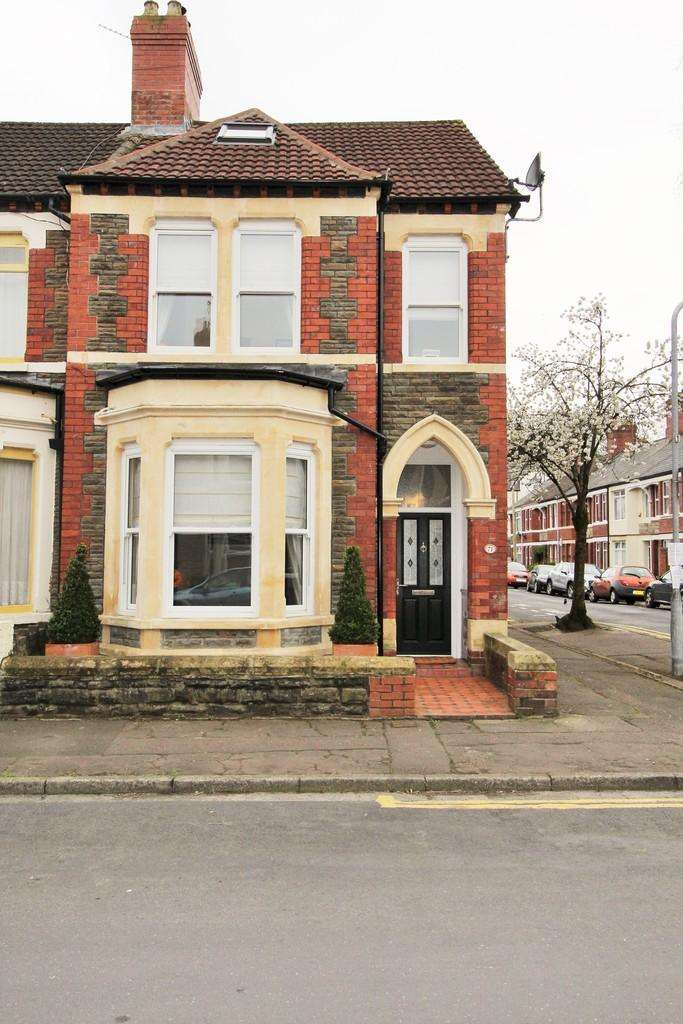 3 Bedrooms End Of Terrace House for sale in Llanfair Road, Pontcanna, Cardiff