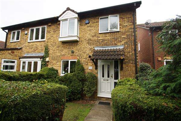 3 Bedrooms Semi Detached House for sale in Gladstone Way, Windsor Meadows, Cippenham