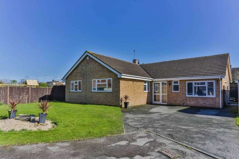 3 Bedrooms Detached Bungalow for sale in Ward Close, Cheltenham
