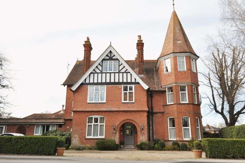 10 Bedrooms Semi Detached House for sale in B&B or Development Opportunity