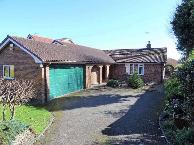 3 Bedrooms Detached Bungalow for sale in Holly Walks, Wrexham