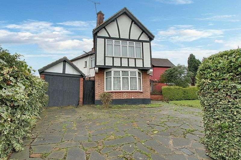 3 Bedrooms Semi Detached House for sale in Queenscourt, Wembley