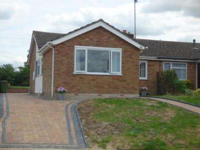 3 Bedrooms Bungalow for sale in Queen Street, Bozeat, Wellingborough, Northants