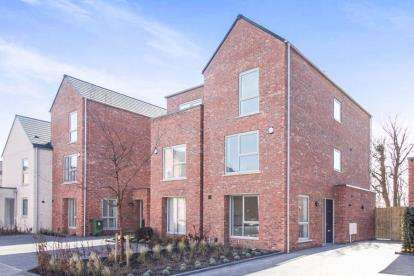 4 Bedrooms Semi Detached House for sale in The Oaks, Litherland, Liverpool, Merseyside, L21