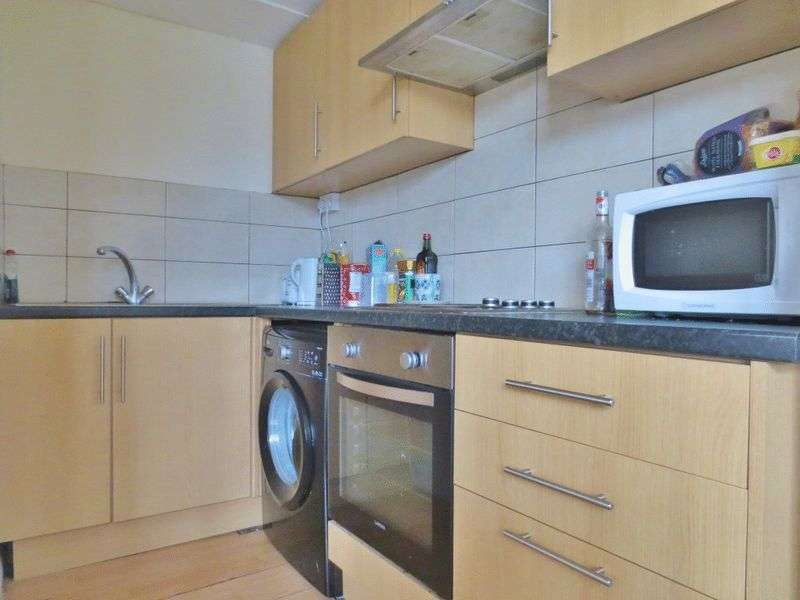 4 Bedrooms Flat for rent in Ditchling Road, Brighton