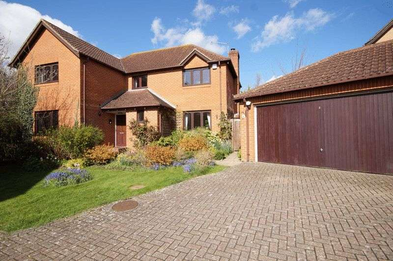 4 Bedrooms Detached House for sale in Islay Gardens, Portsmouth, Cosham, PO6