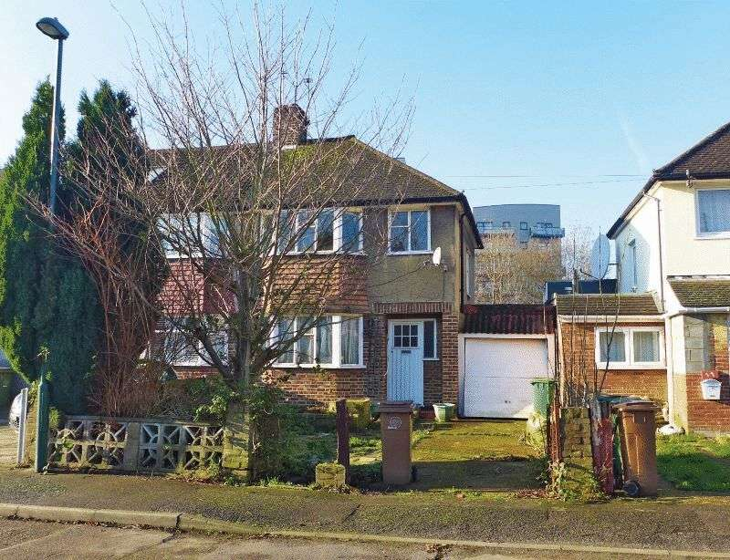 3 Bedrooms Property for sale in Kingswood Drive, Carshalton