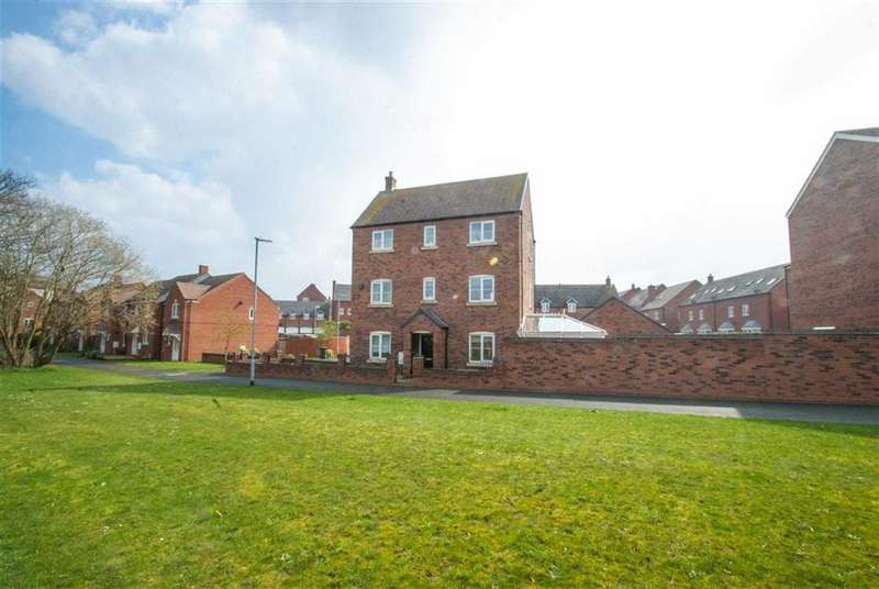 5 Bedrooms Detached House for sale in Waterloo Croft, Lichfield, Staffordshire