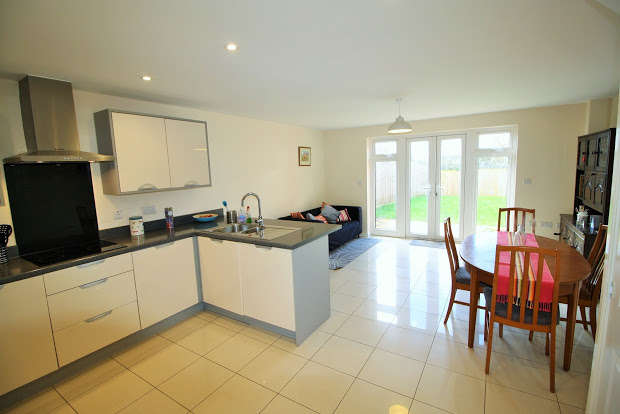 3 Bedrooms Property for sale in Henrys Run, Cranbrook, Exeter, EX5