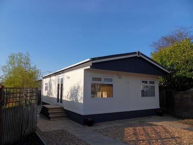 2 Bedrooms Park Home Mobile Home for sale in 4 Berkeley Drive, Cranbourne Hall Park