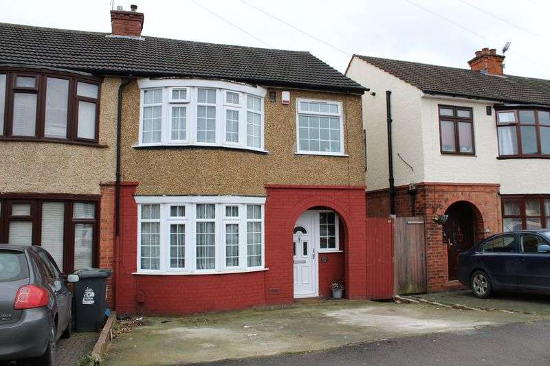 3 Bedrooms House for sale in Lovely 3-bed in Leagrave