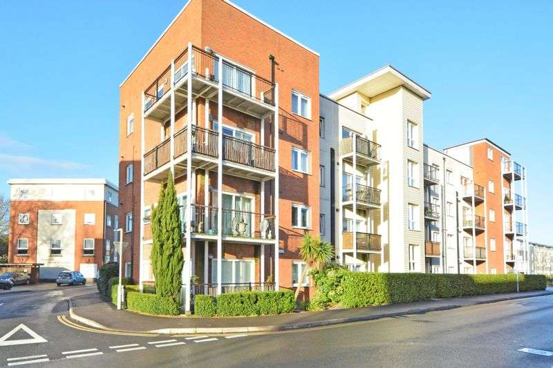 2 Bedrooms Flat for sale in Canalside, REDHILL, Surrey