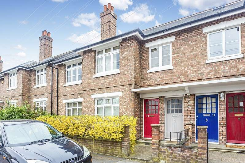 4 Bedrooms Maisonette Flat for sale in Strickland Row, Wandsworth, SW18