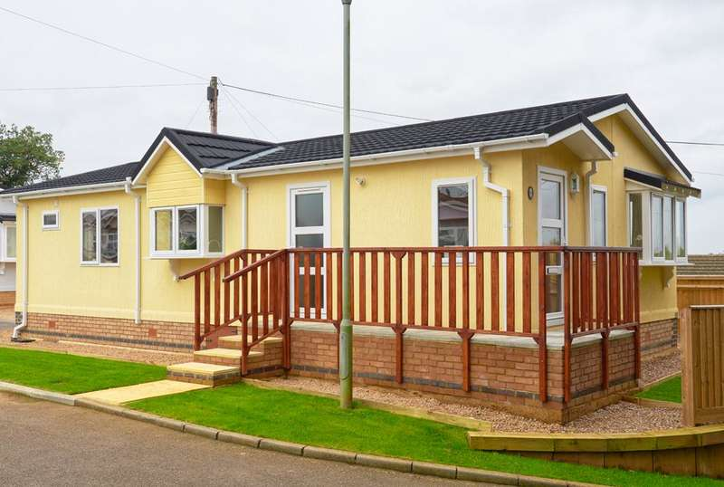 2 Bedrooms Park Home Mobile Home for sale in BP1064, Northampton, Northants, NN7 3DS