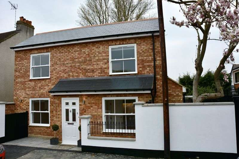 2 Bedrooms Detached House for sale in Chapel Park Road, Addlestone