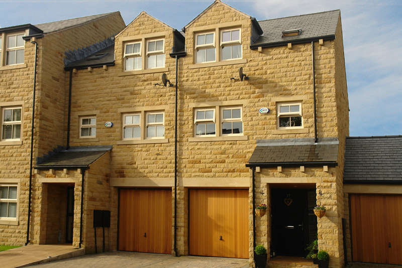4 Bedrooms Town House for sale in Bowler Way, Greenfield, Saddleworth